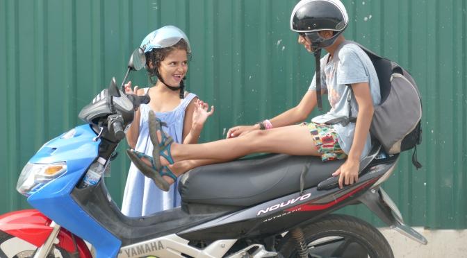 Du Cambodge au Vietnam,… Un bus dans la nuit