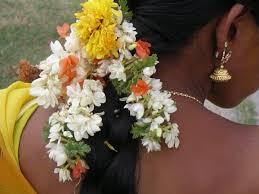 fleurs cheveux femmes indiennes 1